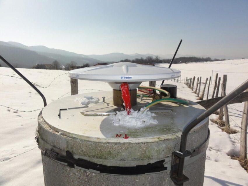 (RENAG) LFAZ geodetic station of the RENAG located at the Col du Faz (38) - Isère-medihal-02082964v1