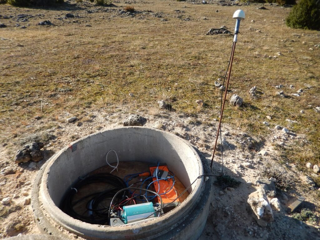 The nozzle bottom seismometer at the Larzac observatory site