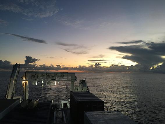 Vue du navire océanographique Pourquoi-Pas? lors d'une des campagnes du projet Coyotes à Mayottes en janvier 2021