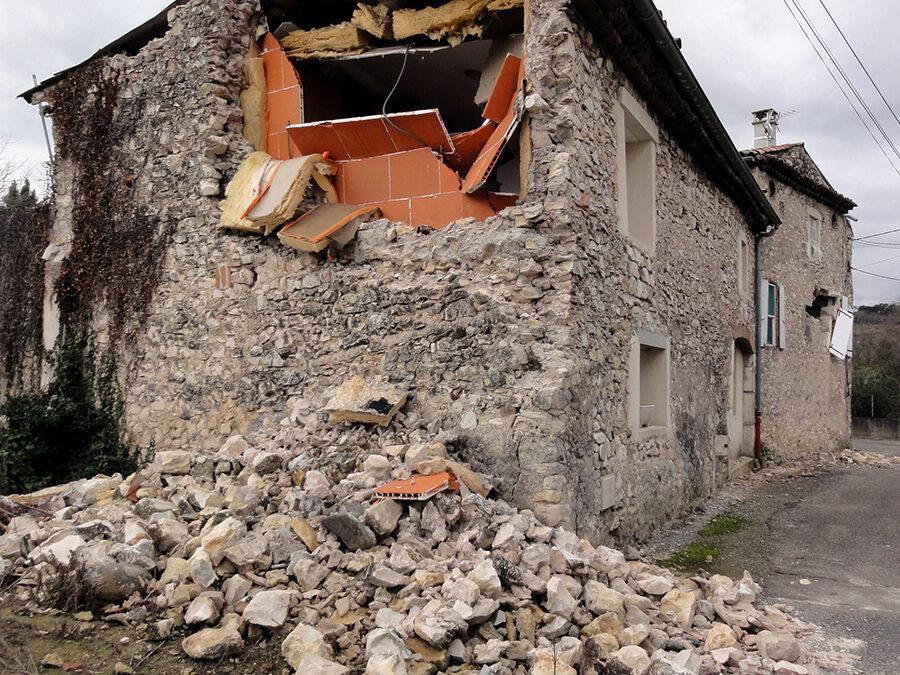 Accélération du sol dépassant la gravité lors du séisme du Teil